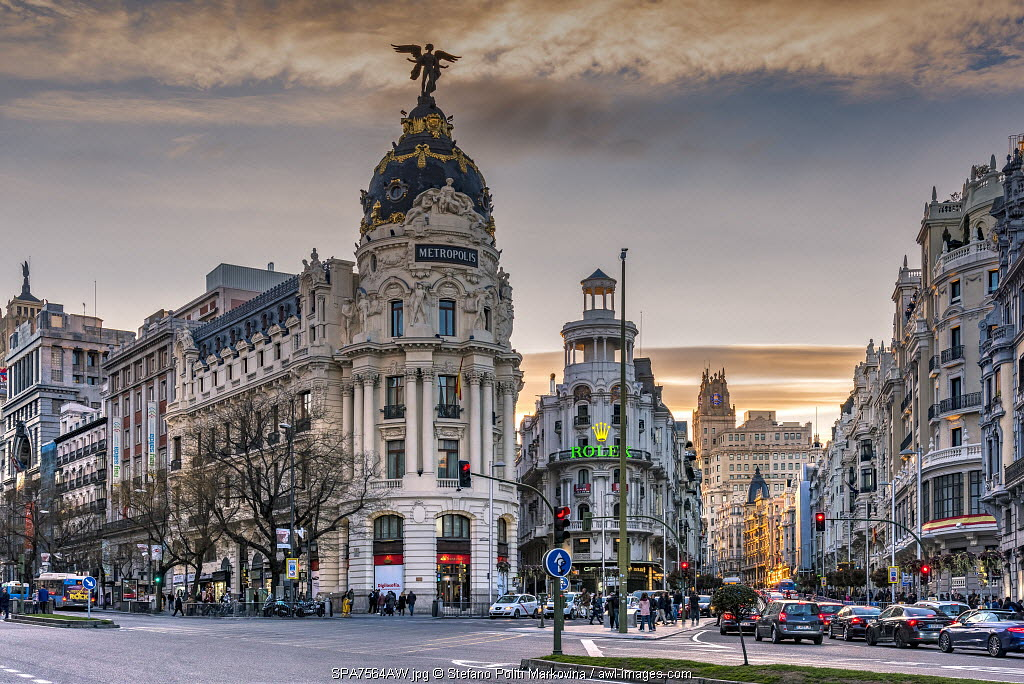 Metropolis Building or Edificio Metropolis, Madrid, Community of Madrid, Spain